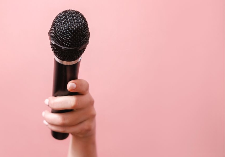 What type of microphone is best for karaoke
